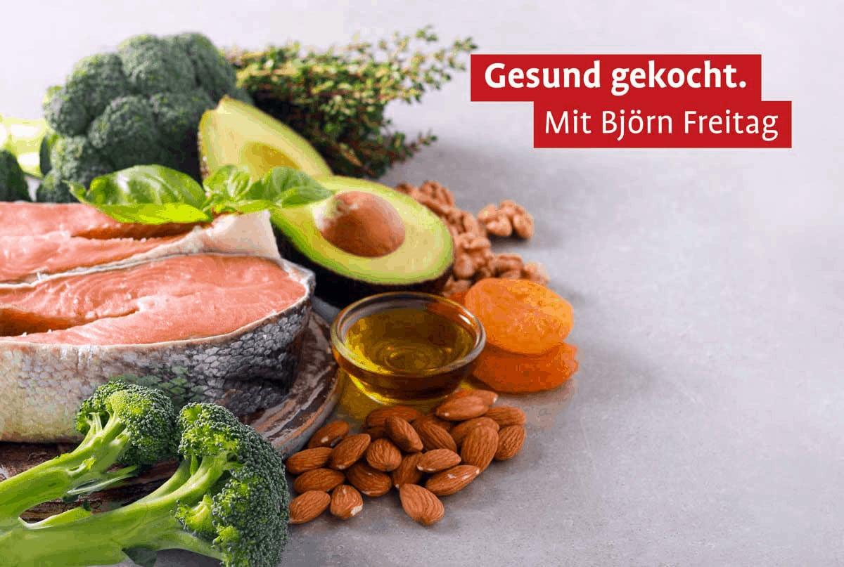 Ein Haufen gesunder Zutate wie Broccoli, Mandeln oder Fisch
