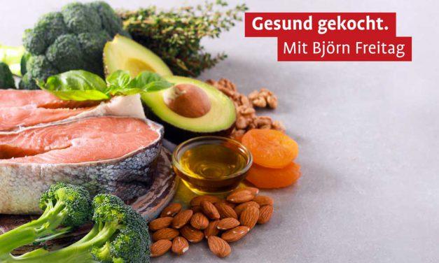 Gemüse-Couscous mit Saibling und Avocado