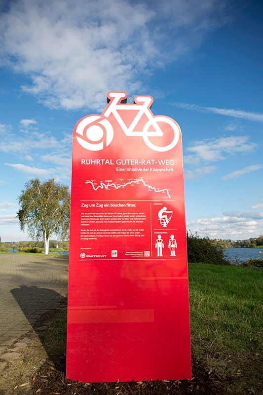 Eine Info-Tafel des Ruhrtal-Radwegs als Beispiel
