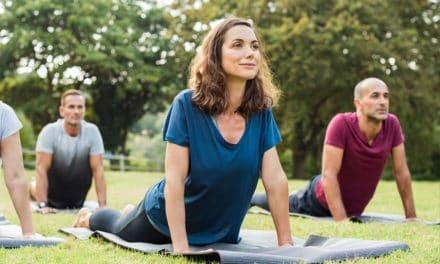 Darum solltest du Yoga unbedingt draußen machen