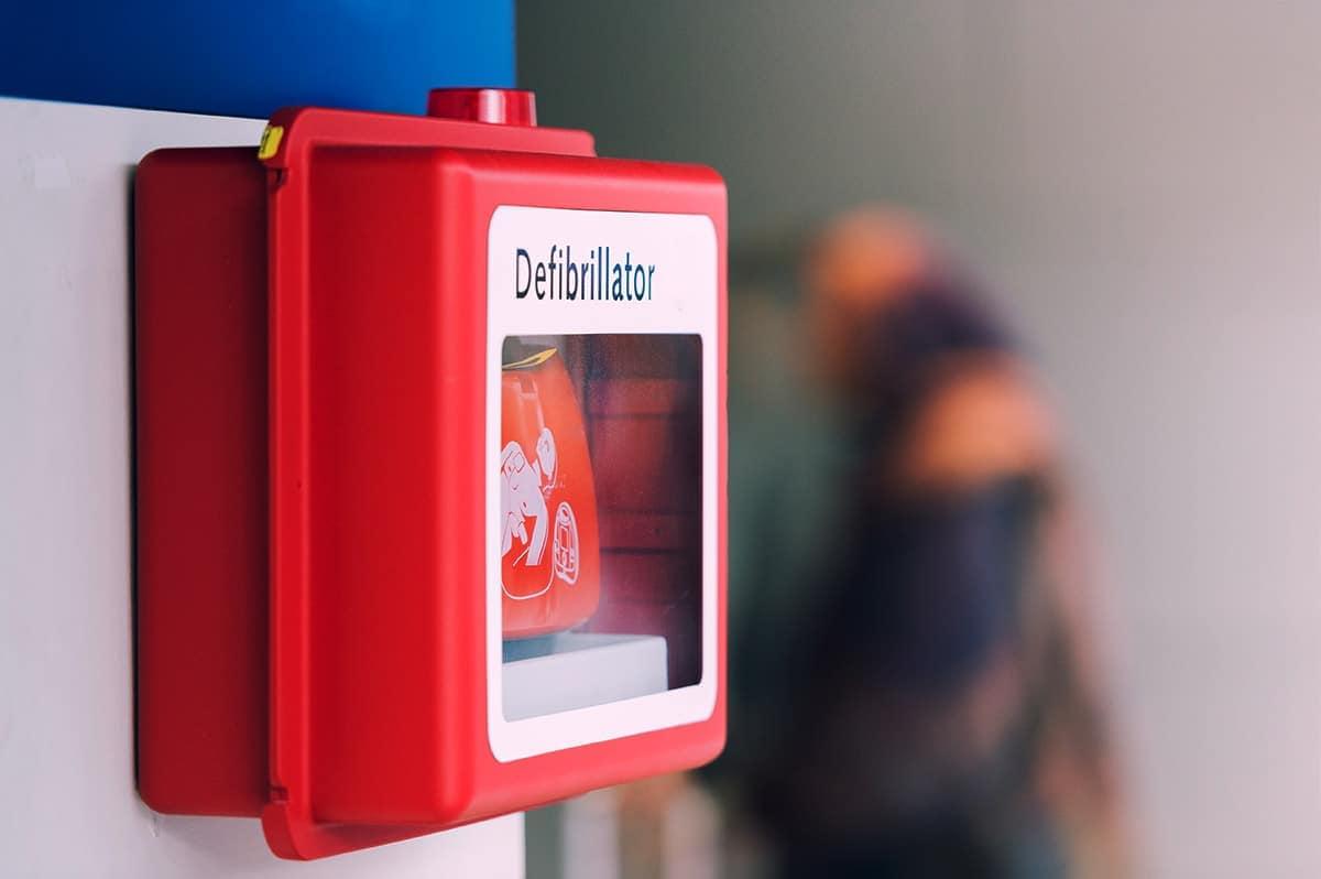 erste hilfe defibrillator