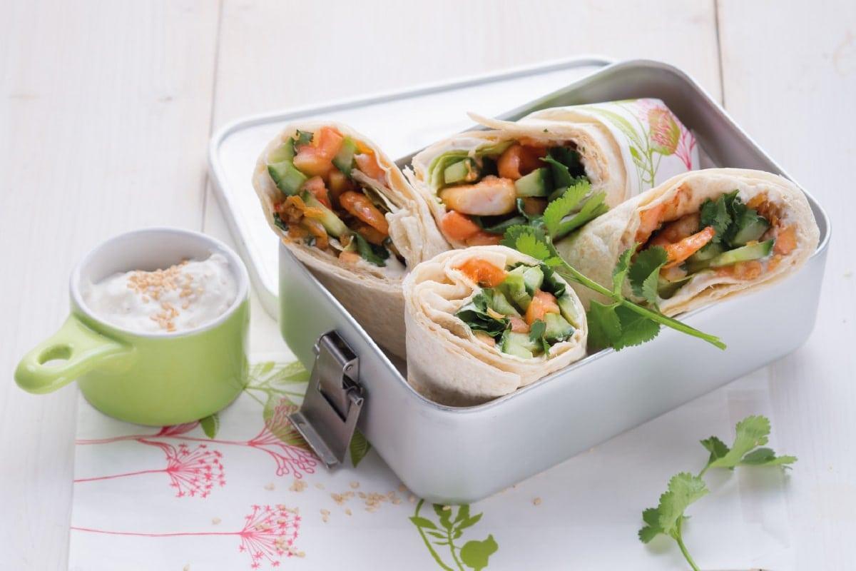 Garnelen-Gurken-Wrap mit Papaya und Sesam-Quark