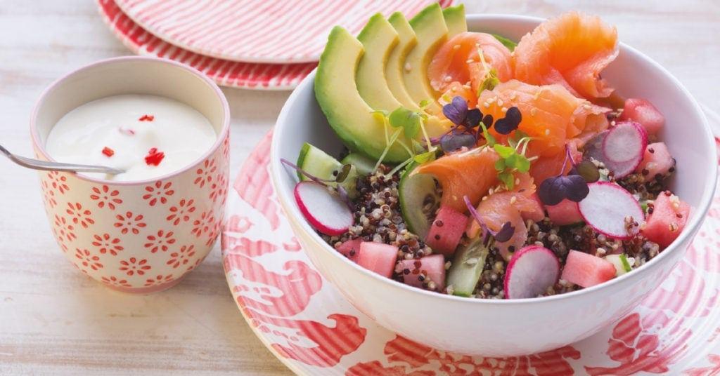 Poke Bowl mit Avocado und Quinoa