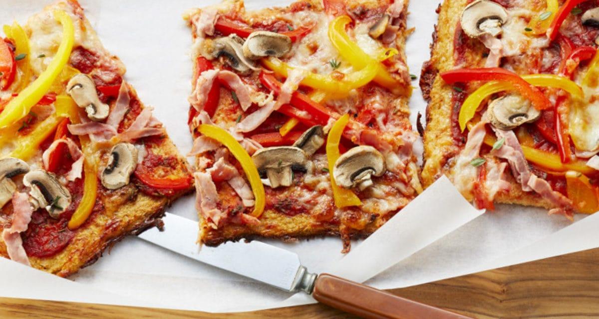 Low-Carb-Pizza mit Schinken und Pilzen