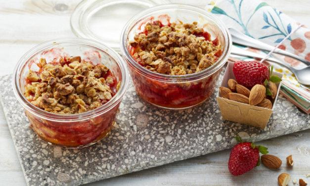 Rhabarber-Erdbeer-Crumble mit Mandeln