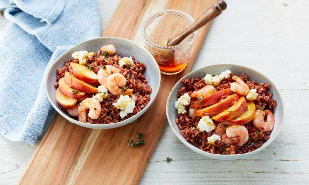 Roter Reissalat mit Pfirsich und Shrimps