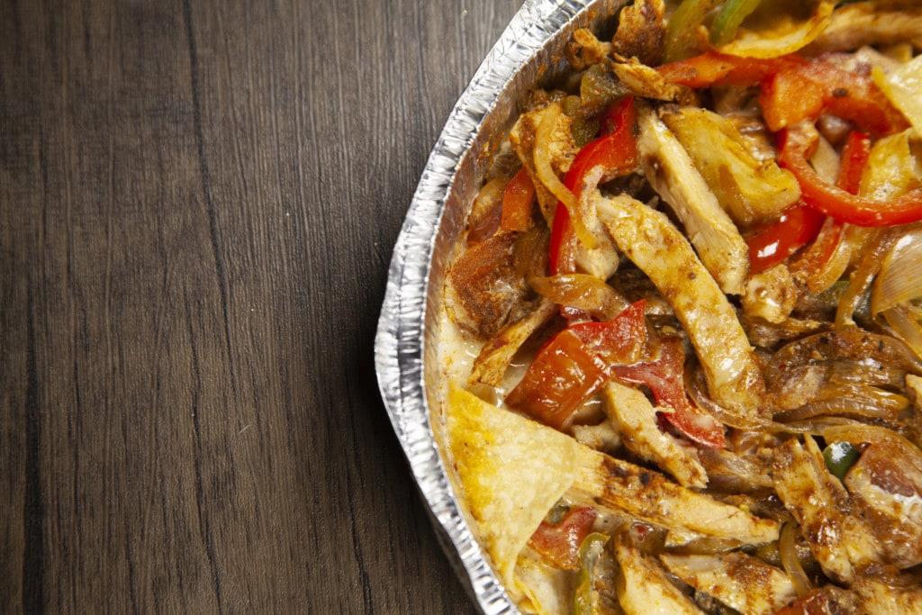 Alu Schale mit Hähnchen und Gemüse