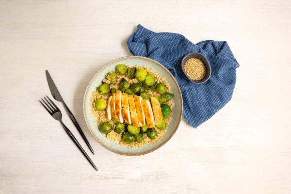 Rosenkohl mit Quinoa und Hähnchenbrust