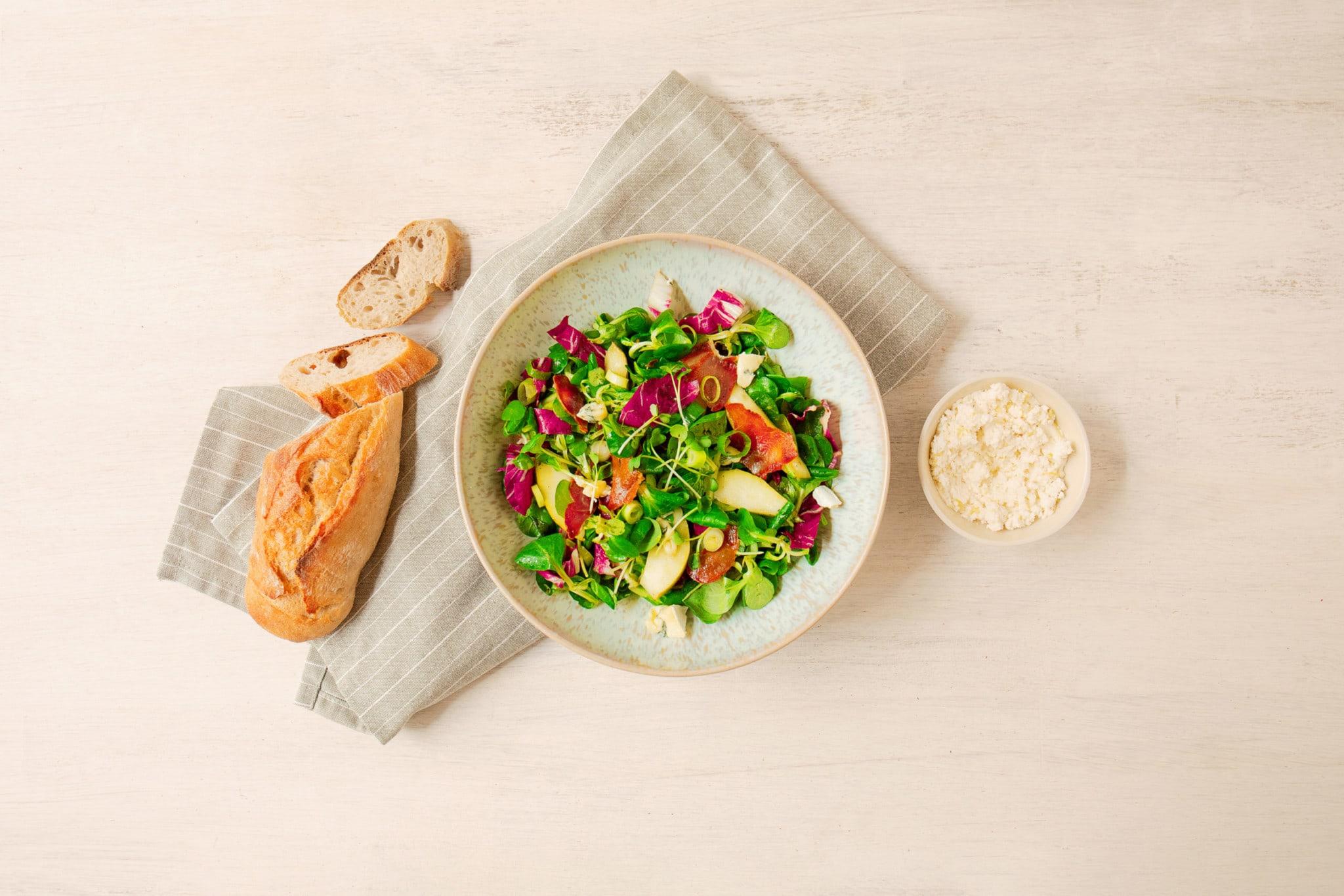 Das fertige Gericht – Feldsalat mit Birne und Zitronenricotta